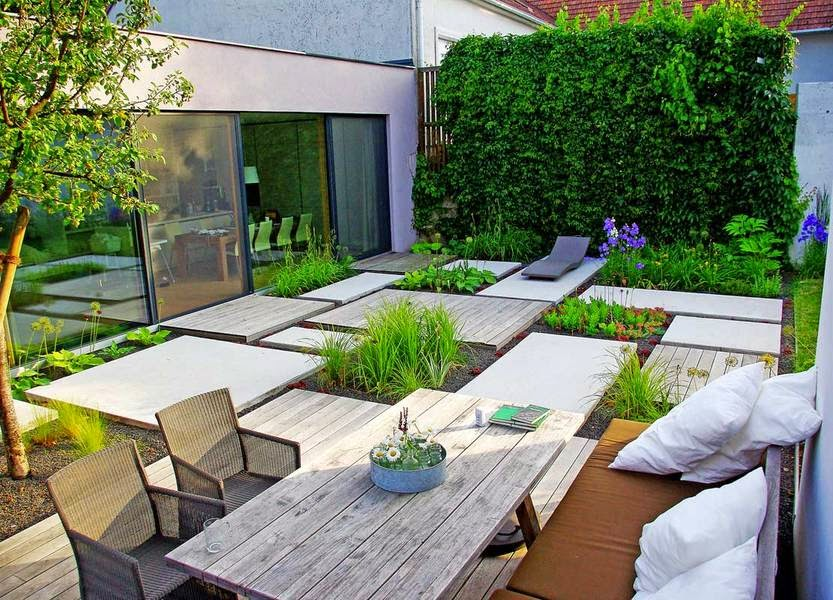 Minimalist garden design with vertical garden