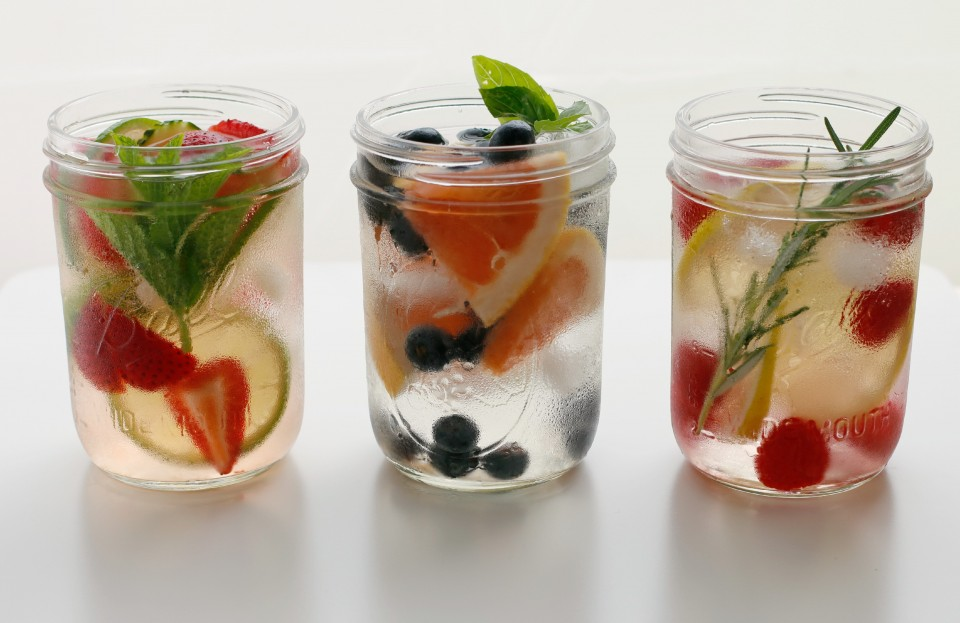 Infused-Water-in-Jars-landscape-reshoot-Photo-by-Vanessa-Greaves-e1434731790958